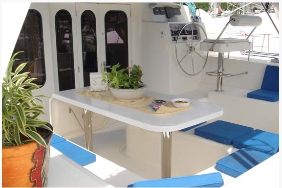 47 ft. Leopard Catamaran - comfortable and spacious dinette table under shade over stern