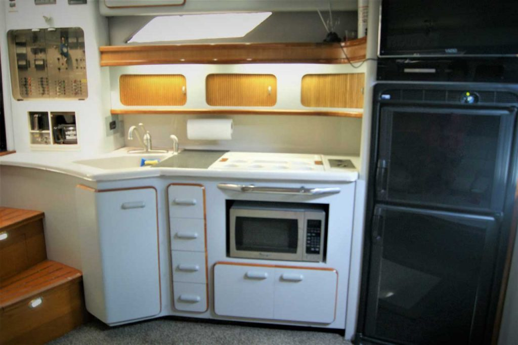 42-FT-Sea-Ray-Lower-cabin-Open-plan-Galley