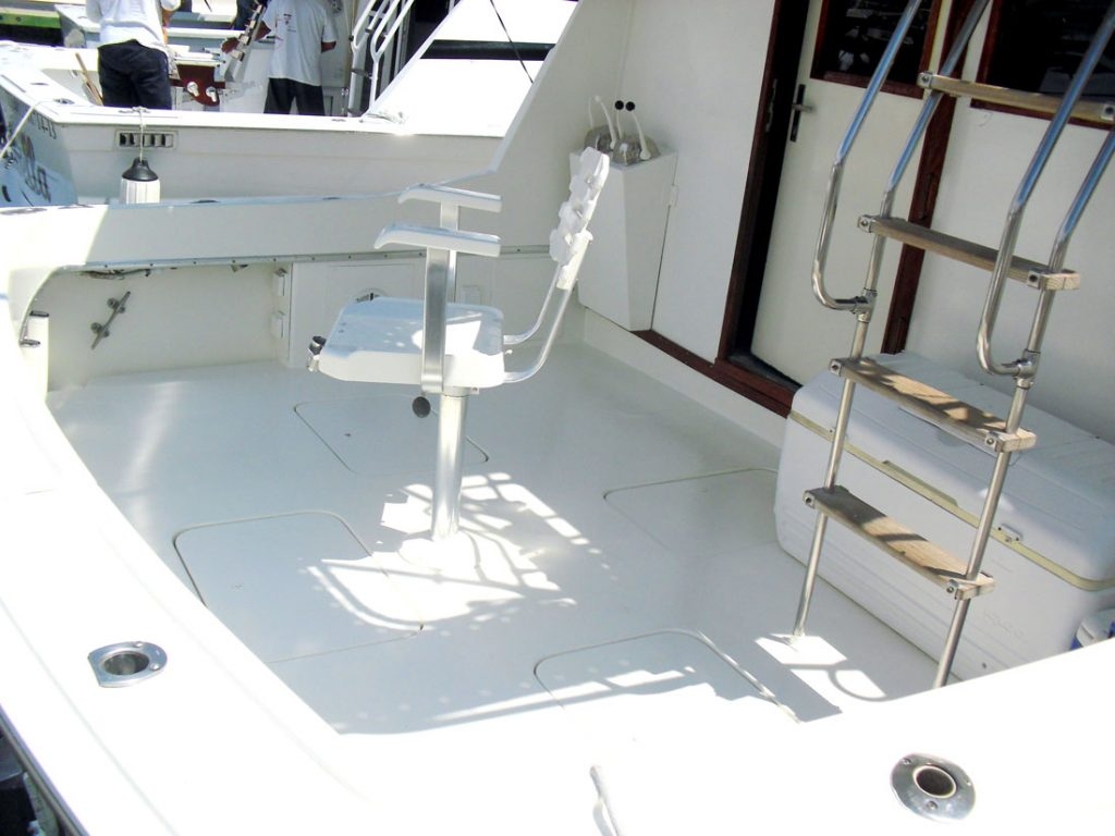 42-ft-Hatteras-Fishing-Boat-fishing-chair