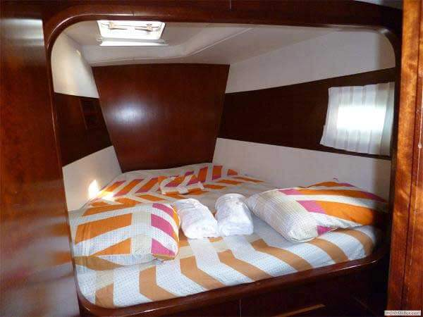 43-FT-Lagoon-Power-Catamaran-Up-to-23-People-guest-cabin