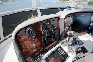 44-ft.-Sea-Ray-–-Luxury-Power-Yacht-Full-Instruments-on-helm