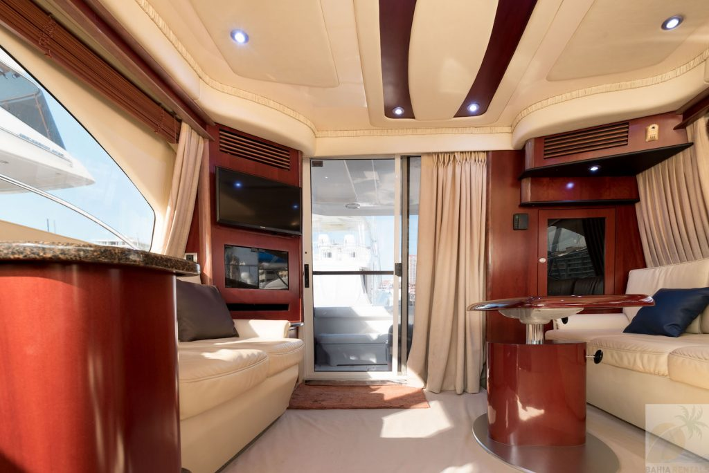 44-ft.-Sea-Ray-–-Luxury-Power-Yacht-Salon-view-to-Aft