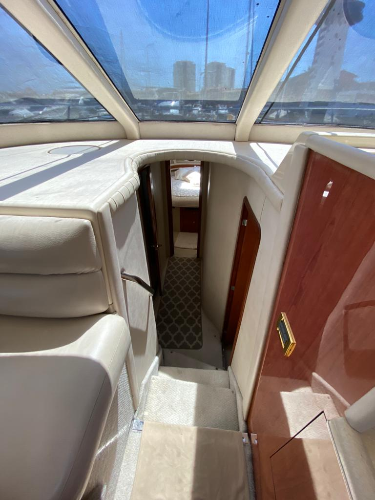 50-ft.-Sea-Ray-–-Luxury-Power-Yacht-Dinette-lower-deck-access