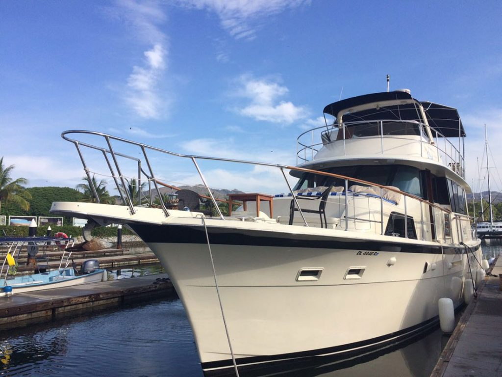 58-foot-Hatteras-front