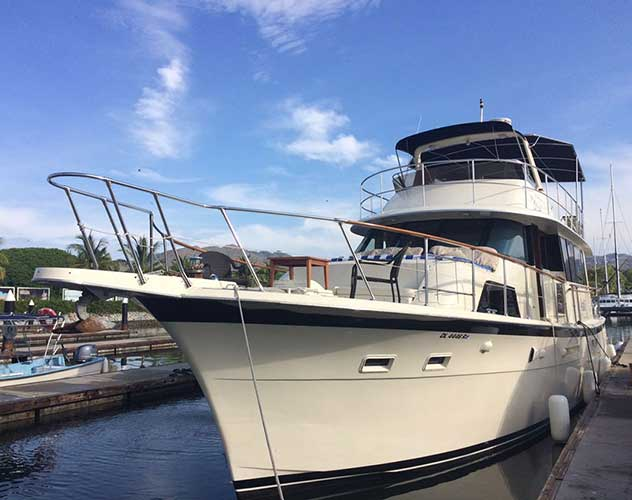 58-ft.-Hatteras-Power-Yacht-Up-to-20-People1