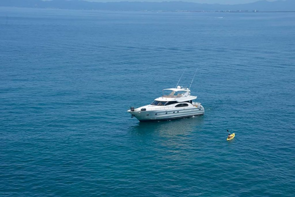 65-FT-Vitech-Power-Yacht-Up-to-15-People-Bay-Anchorage