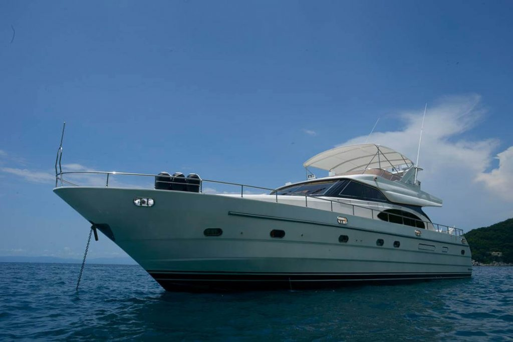 65-FT-Vitech-Power-Yacht-Up-to-15-People-Exterior-design-and-Silouhette