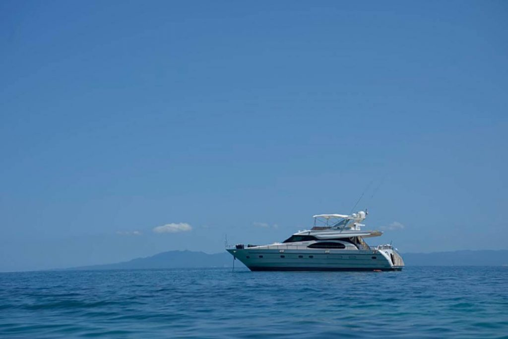 65-FT-Vitech-Power-Yacht-Up-to-15-People-Ocean-Profile