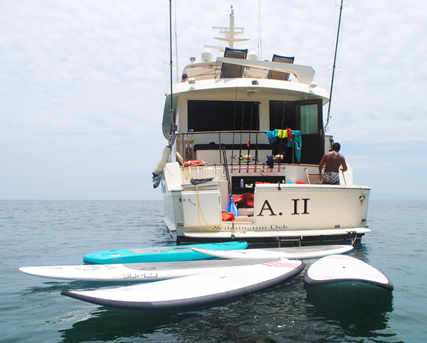 75-ft-Hatteras-Power-Yacht-Up-to-40-People-16