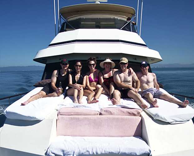 75-ft-Hatteras-Power-Yacht-Up-to-40-People-17