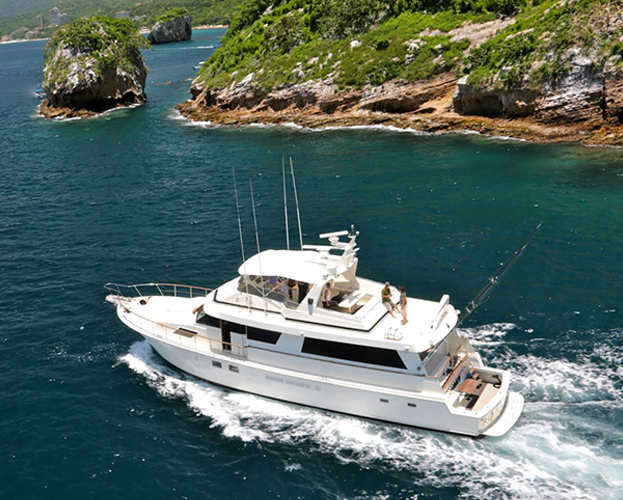 75-ft-Hatteras-Power-Yacht-Up-to-40-People-2