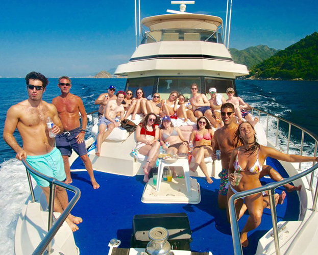 75-ft-Hatteras-Power-Yacht-Up-to-40-People-20
