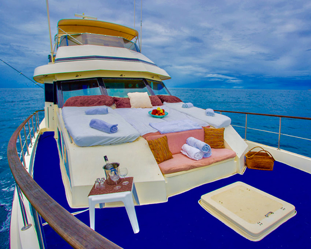 75-ft-Hatteras-Power-Yacht-Up-to-40-People-5