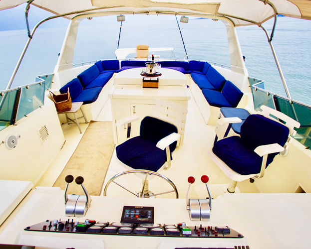 75-ft-Hatteras-Power-Yacht-Up-to-40-People-9
