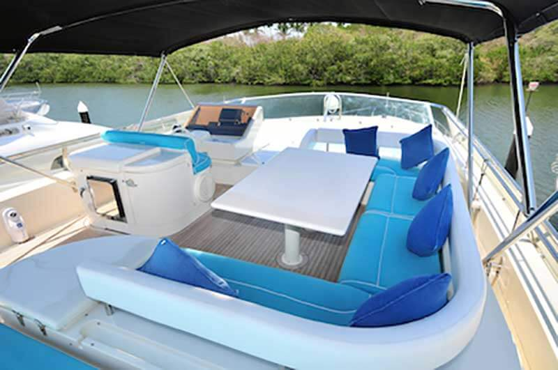 80-FT-Ferretti-Power-Yacht-Up-to-30-People-Shaded-Lounges-Seats-over-Flybridge-with-Table-wetbar