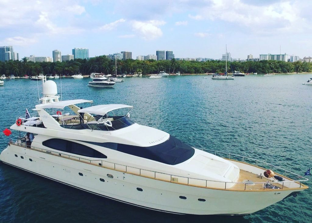 azimut-85-air-view-over-bow-1